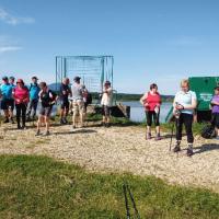Člani DI črešnjevec na pohodu okoli Sestrškega jezera